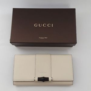 New in box  100% authentic Gucci wallet . 369662